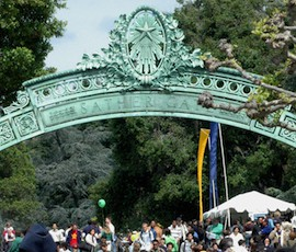 Cal Day 2006 Visitors pour through Sather Gate